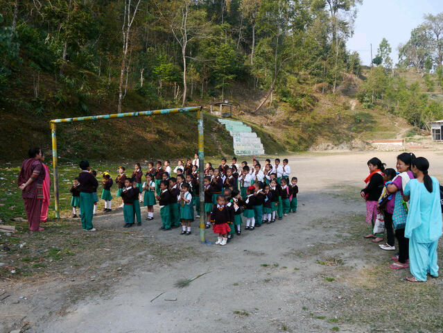 Glenburn - Besammlung vor dem Schulunterricht