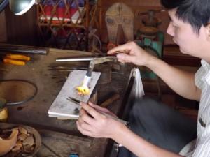 Senmonorom: Goldschmid bei der Arbeit