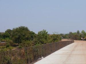 Senmonorom - Banlung: Lumphat, Flussübergang noch im Bau