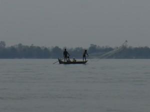 Kratie: Fischer auf dem Mekong