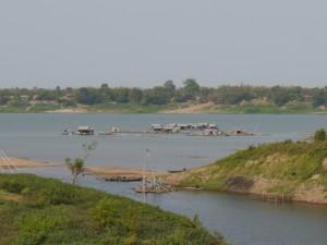 Kratie: Vietnamesisches schwimmendes Fischerdorf