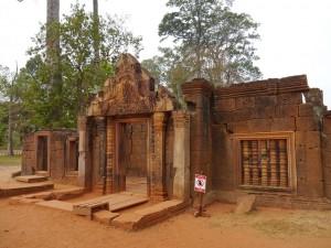 Banteay Srei, Eingangstor