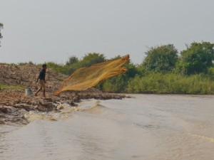 Tonle Sap: Fischer bei der Arbeit