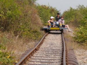 Battambang: Bamboo Train, Gegenzug