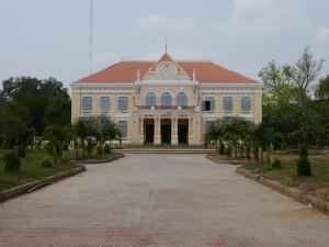 Battambang: altes Regierungsgebäude aus der Kolonialzeit