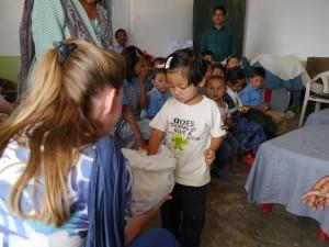 Glenburn: Schule, Verteilen der Toblerone