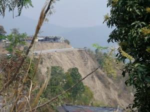 DHR: Tindharia Erdrutsch unterhalb Werkstatt