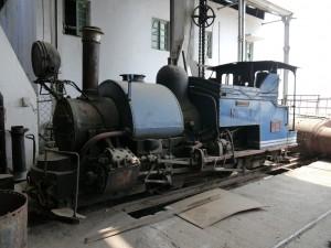 DHR: Tindharia Werkstatt - die einzige Dampflok zusammengebaut
