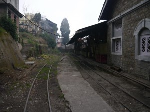 DHR: Sonada, abgebranntes Bahnhofsgebäude