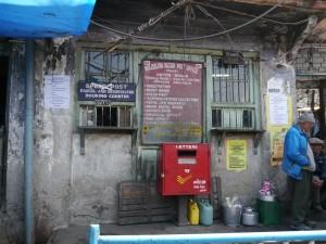 Darjeeling: Postamt im lokalen Markt