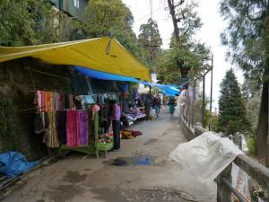 Darjeeling: Strassenhändler am neuen Standort